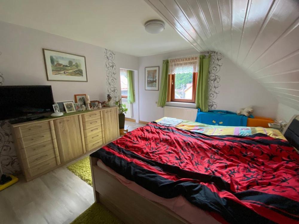 DG - Schlafzimmer mit Ankleide