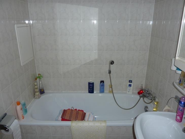 innen liegendes Bad mit Wanne